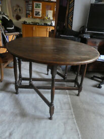Solid oak gateleg dropleaf dining table 153 x 107 x 75cm, seats 6. Used condition.