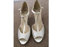 Gorgeous wedding shoes from debut in Debenhams, only worn for a few hours. Size 5.
