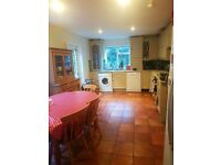 Extra Large Double Bedroom to rent in 4 bed large house. 4 min walk from clapham junction