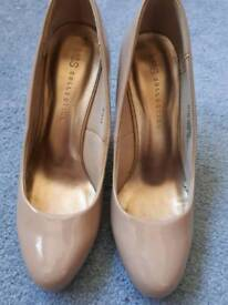Nude ladies shoes size 5