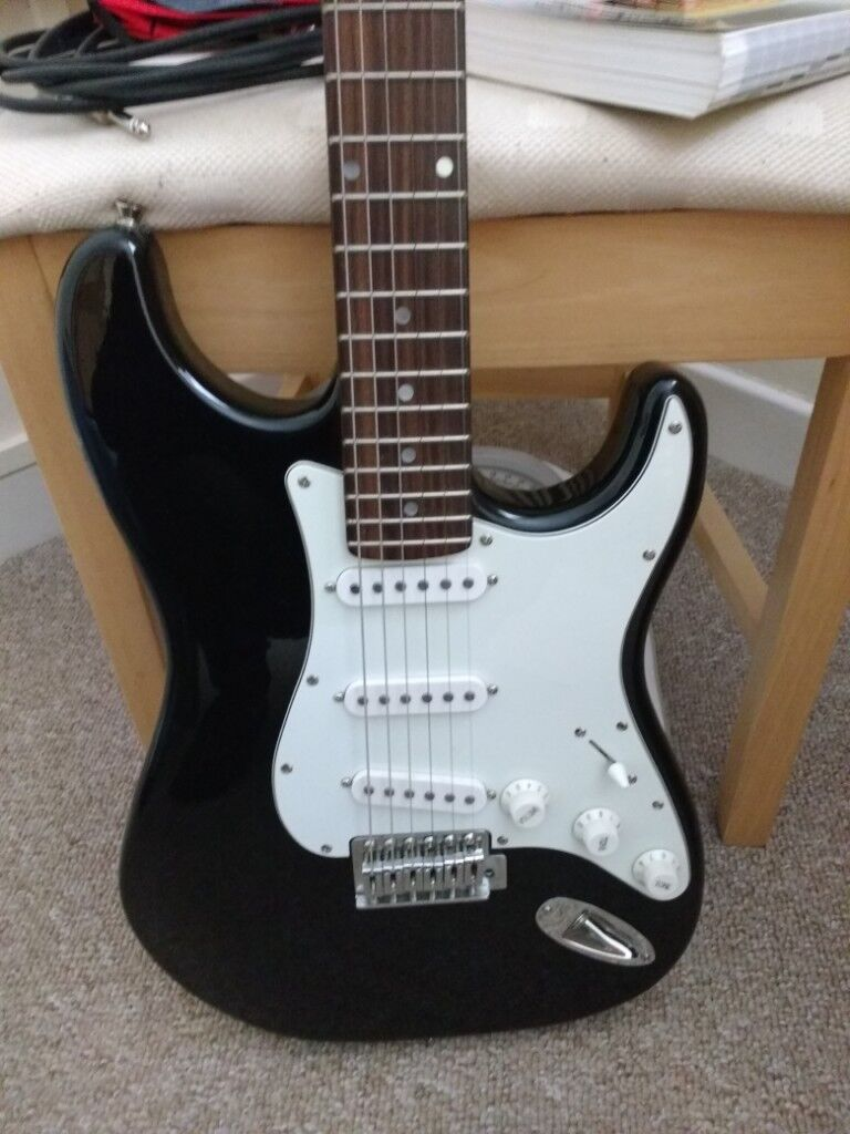 Fender Electric Guitar Gumtree : fender squier stratocaster ss electric guitar in swansea gumtree ~ Russianpoet.info Haus und Dekorationen