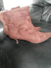 Size 7 ankle heeled ankle boots