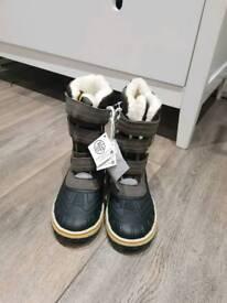 Boy boots