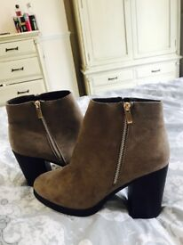 Newlook boots brand new size 8.