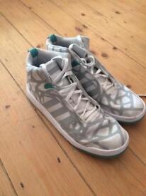 Adidas cracked pattern trainer size 8.5