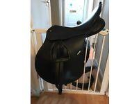 "Wintec synthetic black 17"" saddle"