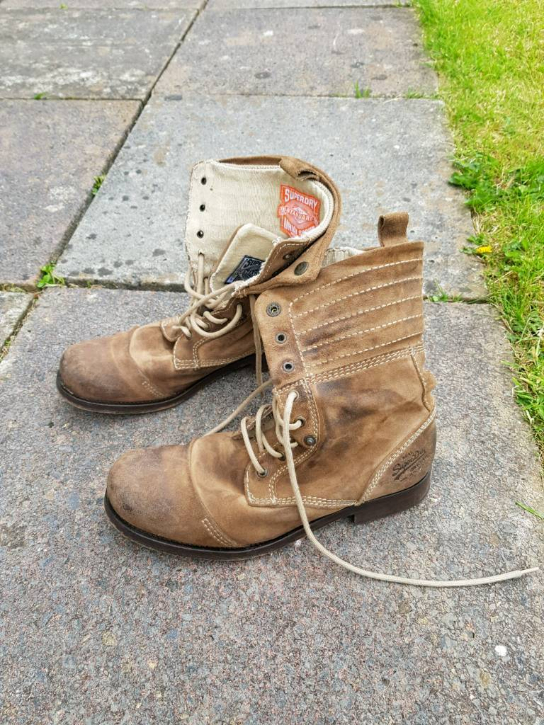 Super dry suede boots size 9
