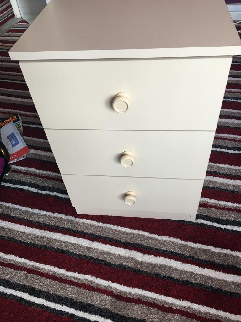 Bedside table 3 drawer unit