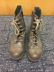 Sketchers Girls brown boots - Size 13 - Very good condition
