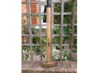 Long handled log splitting axe