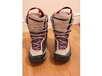 Women's Salomon Snowboard Boots Size 6