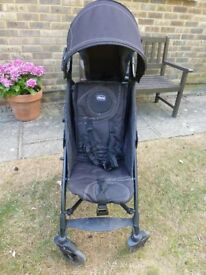 BLACK 'CHICCO' FOLD UP PUSHCHAIR + RAIN COVER INCLUDED - PERFECT CONDITION