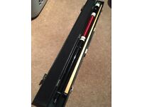 Riley pool cue comes with a Ronnie o Sullivan case