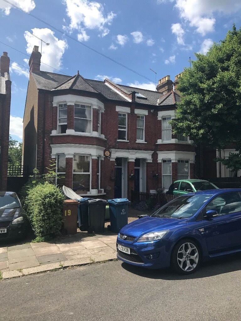 We are pleased to offer an extremely large well presented three bedroom flat with **GARDEN**