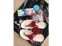 Size 7 Fit flops -red & white