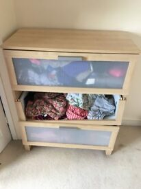 3 Drawer chest of drawers (Ikea, broken)