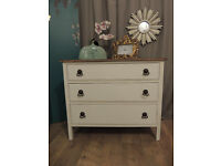 Oak chest of three drawers in shabby chic style