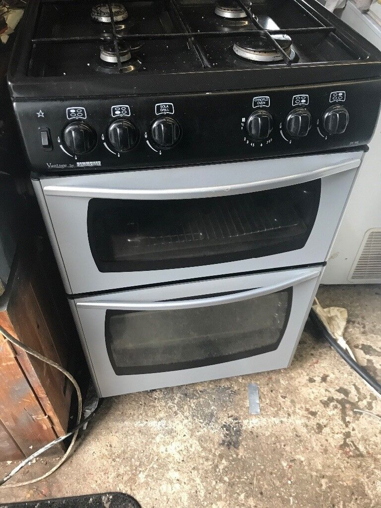 Gas cooker with grill and hob