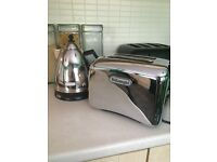 Delonghi Stainless steel Kettle and Toaster