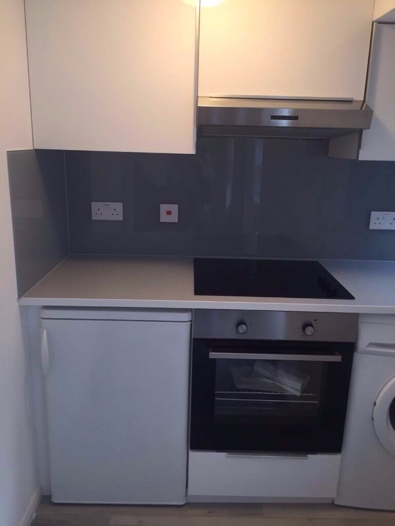 A charming newly refurbished studio flat in St Johns Wood. Minutes from tube!!!