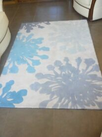 Rug. Cream / Blue floral design