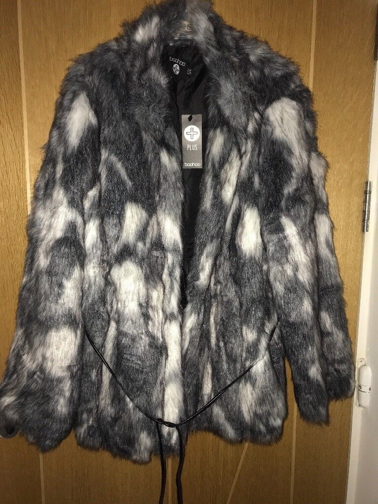 Ladies boohoo faux fur coat 20 plus size