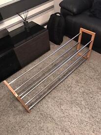 Adjustable length shoe rack