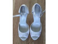 Ivory wedding shoes brand new, size 6