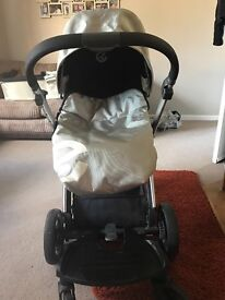 Oyster pearl pram with buggy board