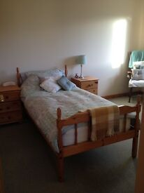 Montrose - Single bed in double bedroom, own bathroom (mostly)