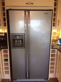 Samsung Side By Side Refrigerator / Freezer
