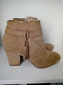 Brand new brown boots for sale