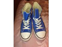 Blue converses/converse shoes