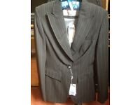 ***WOMENS BLACK SIZE 8 FITTED SUIT JACKET, NEW WITH LABELS***