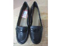 Brand new still in their box size 7 Clarks Black shoes