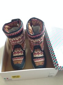 Even and Odd Snowboots with scandi print small size 40
