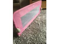 Kids bed guard in pink