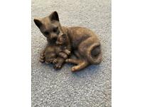 Cat and kitten figurine