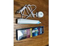 Oral B Electric Toothbrush w/ 4 brush heads