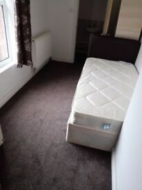 Double room to rent £450 bills inclusive.