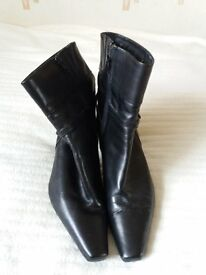 Clarkes Size 7 Black leather Boots