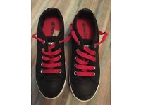 HEELY'S SHOES SIZE 5 UK - NEAR NEW
