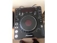 Pioneer mk3 1000 cdjs X2 brand new 3 Chanel behringer mixer and pair of new Mark studio speskers