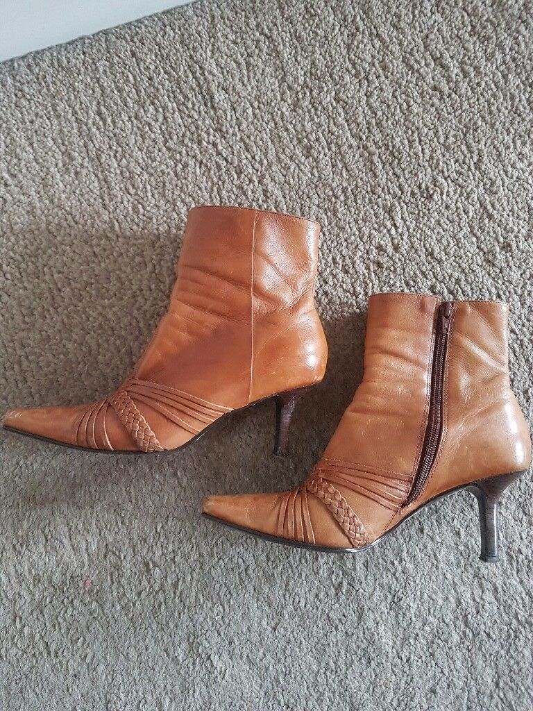 Womens boots size 5