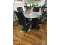 Round extendible Dining Table
