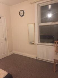 Double bedroom available in the heart of Watford only two min away from the town