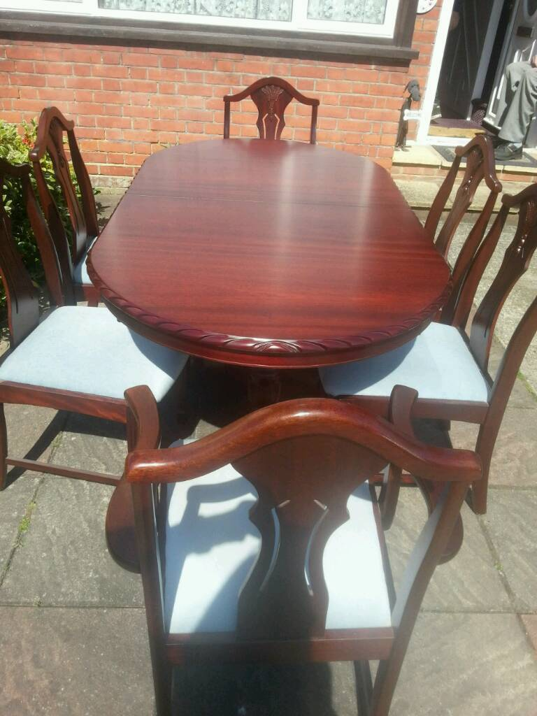 Oval Exending Mahogony Dining Room Table And Chairs X6