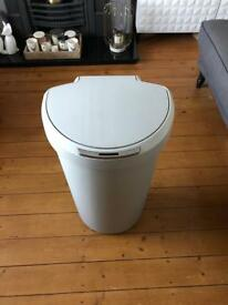 """REDUCED - SIMPLE HUMAN AUTOMATIC """"TOUCH FREE"""" 40 LITRE BIN IN EXCELLENT CONDITION"""