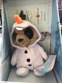 Oleg as Olaf meerkat toy