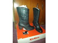 Kickers shin high boots